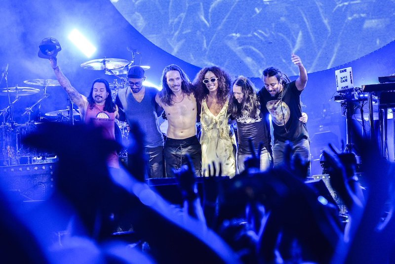 "Incubus invita a la hermana de Beyoncé a cantar ""Aqueous Transmission"""
