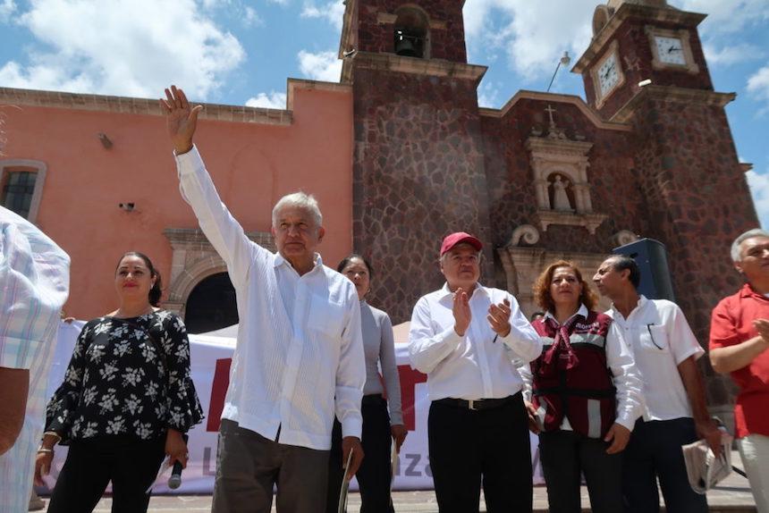 López Obrador ataca al diario Reforma