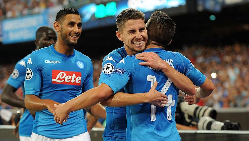 Napoli dio un espectáculo y todos los resultados de las eliminatorias para Champions