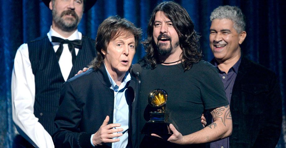 ¡Paul McCartney tocará la batería en el nuevo álbum de los Foo Fighters!