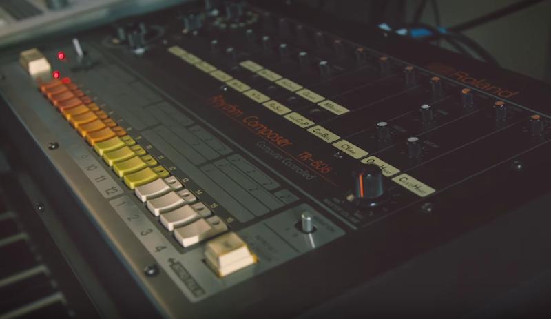 ¡La clásica caja de ritmos TR-808 de Roland regresa mejor que nunca!
