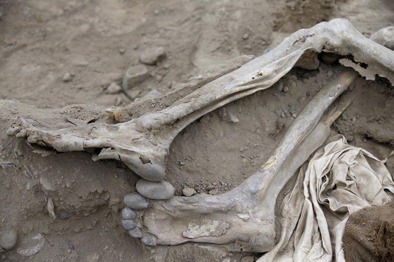 huesos de los pies de migrante chino hallado en Perú