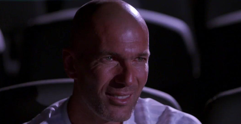 La reacción de Zidane, al ver él en televisión el cabezazo a Materazzi