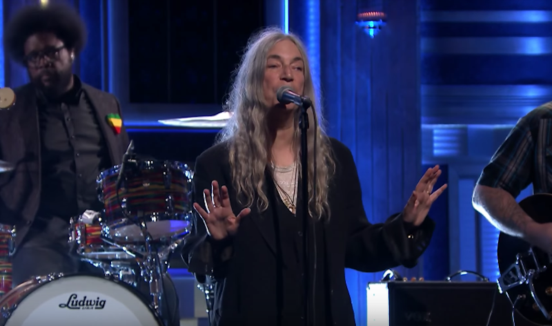 """Mira a Patti Smith interpretar """"People Have the Power"""" junto a sus hijos"""