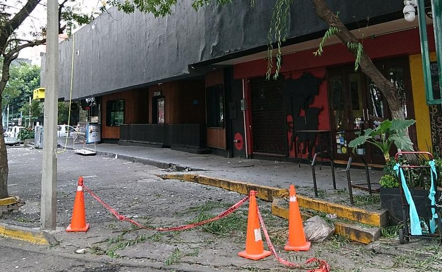 Alertan por daños en el edificio del Plaza Condesa