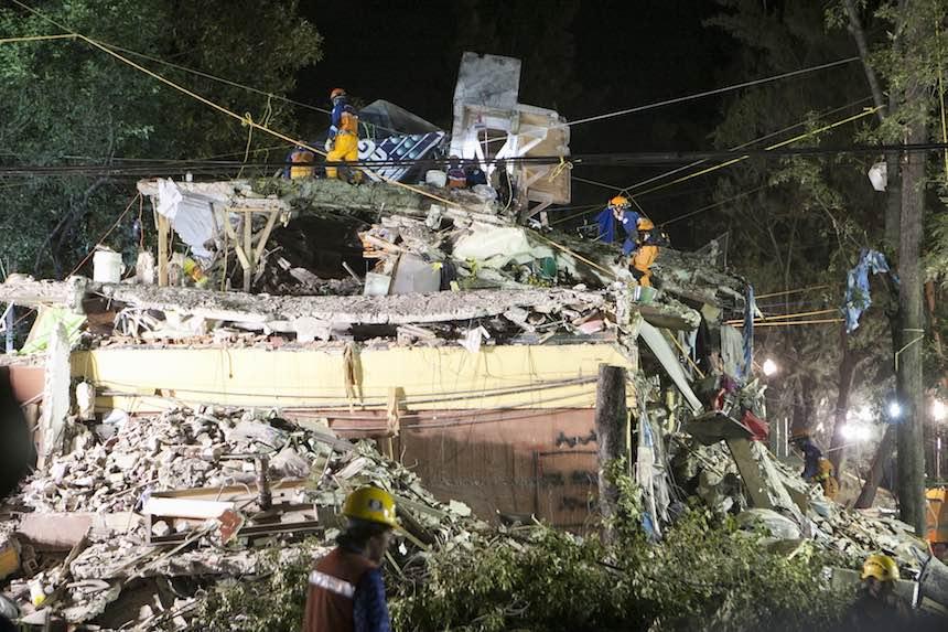 Edificio derrumbado por el sismo