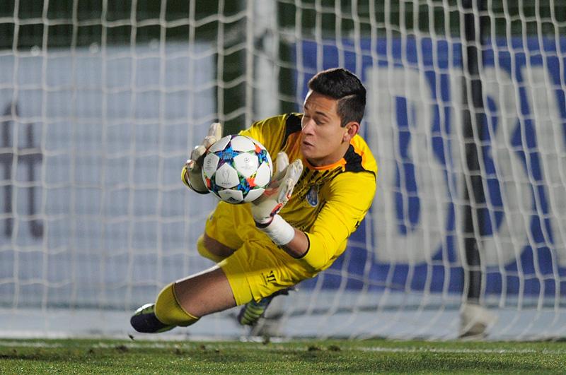 Histórico: Raúl Gudiño se convierte en el primer portero mexicano en jugar Champions League