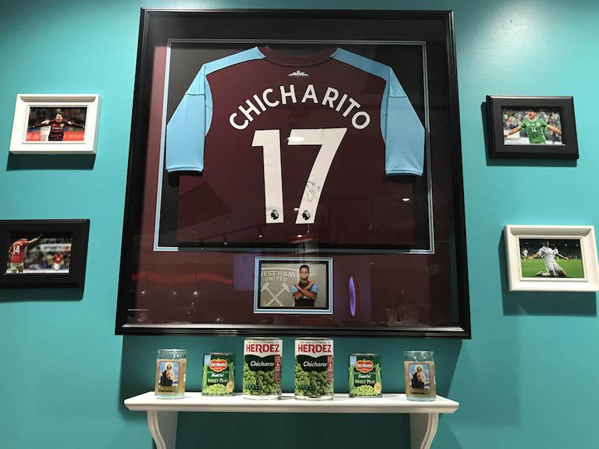 Una taquería en Estados Unidos, el refugio de fans y el altar de Chicharito Hernández