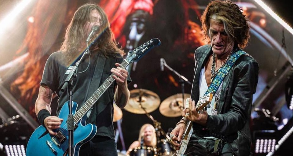 Foo Fighters, Liam Gallagher y Joe Perry nos regalan este cover a The Beatles