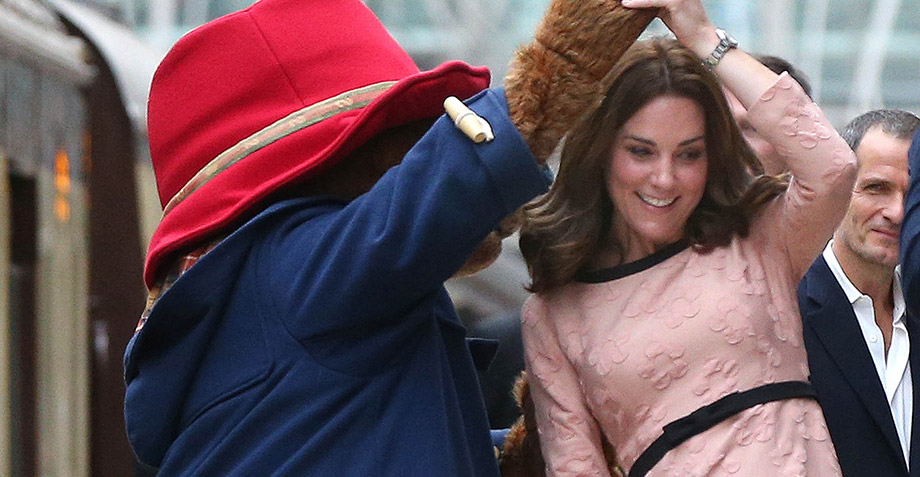 No dejarás de reírte con este video de Kate Middleton bailando con el osito Paddington