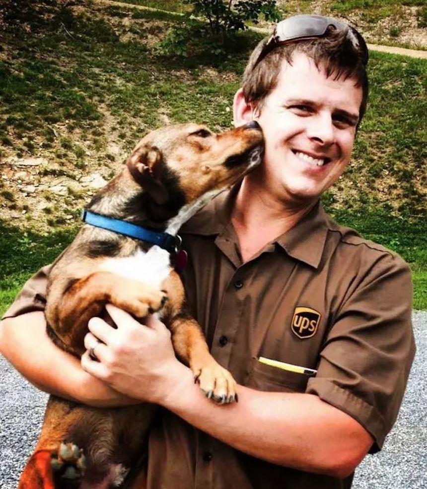Empleados de UPS y perritos - Cariños
