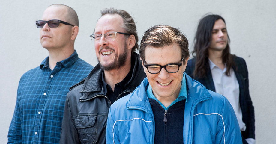 """Weezer se pone feliz con su nueva canción """"Happy Hour"""""""