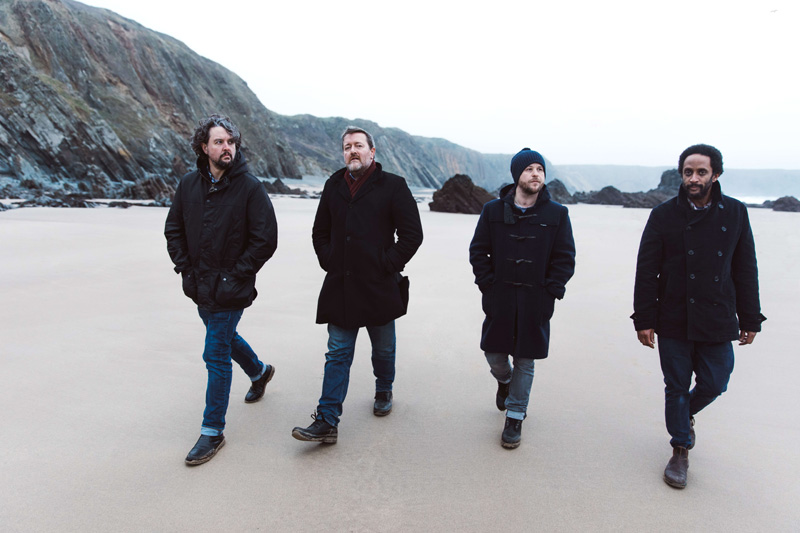 Elbow – The Best Of: Un intento por encontrar un poco de luz, en un oscuro mundo