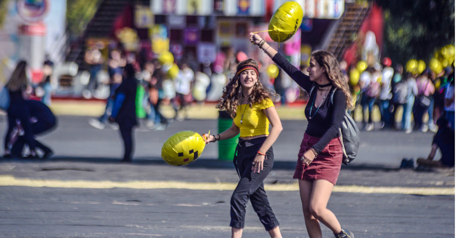 Ven racismo en fotografías de redes del Corona Capital
