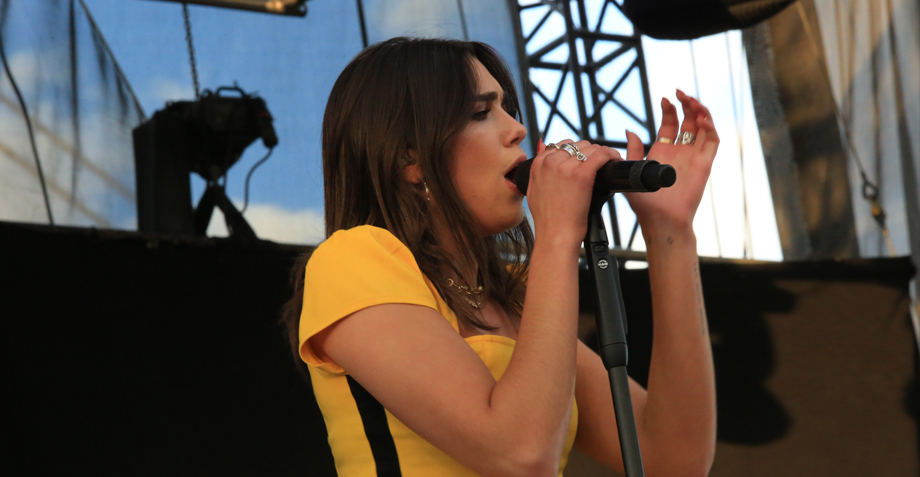 Dua Lipa demostró en el Corona Capital 2017 por qué es la próxima diva de la música