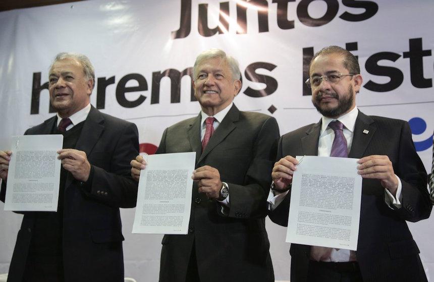 Andrés Manuel López Obrador, precandidato presidencial de Morena, concreta alianza con el PES y el PT
