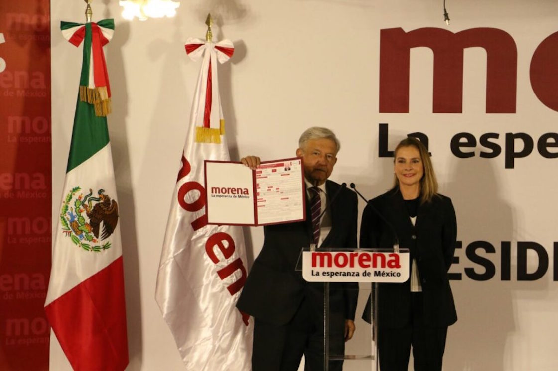 López Obrador se registra como precandidato de Morena