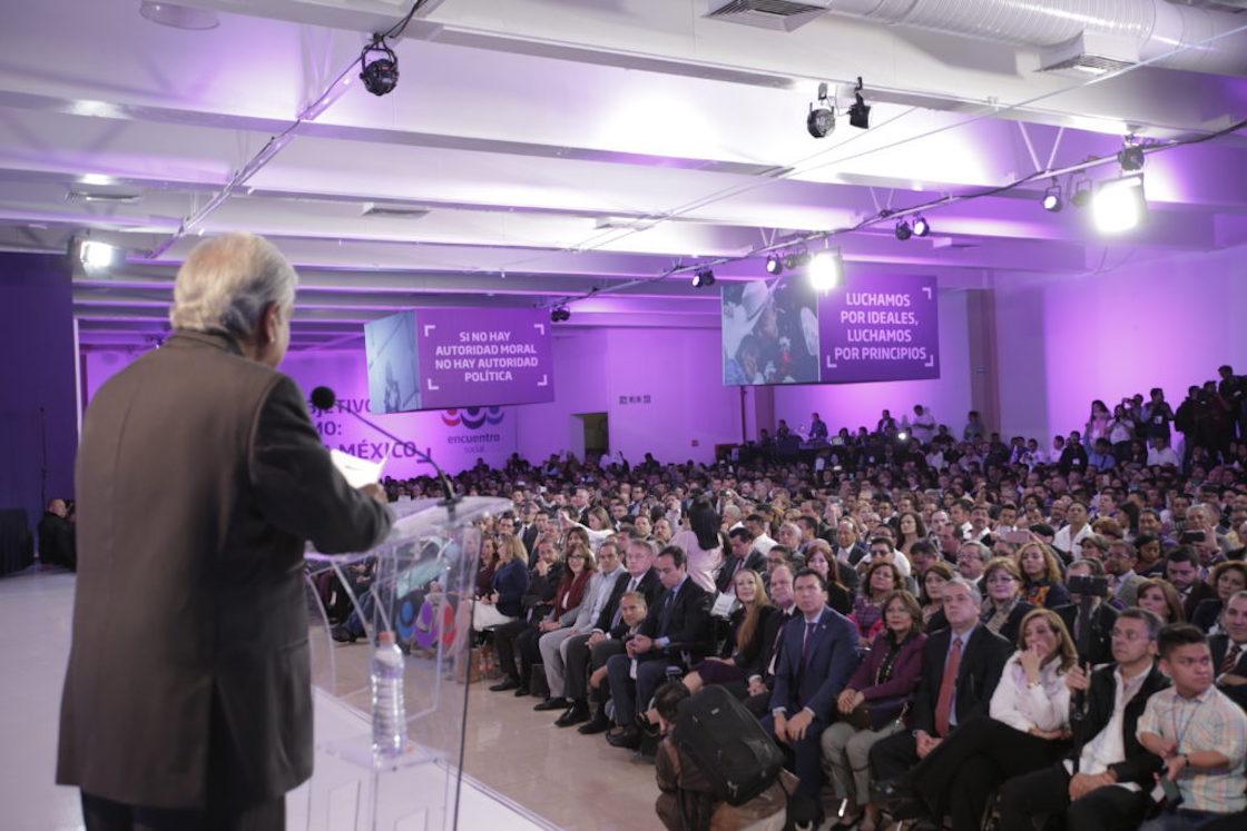 López Obrador rinde protesta como candidato presidencial del PES