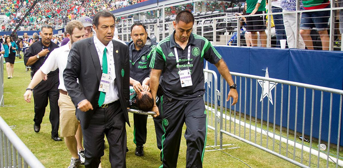 Luis Montes lesionado Brasil 2014