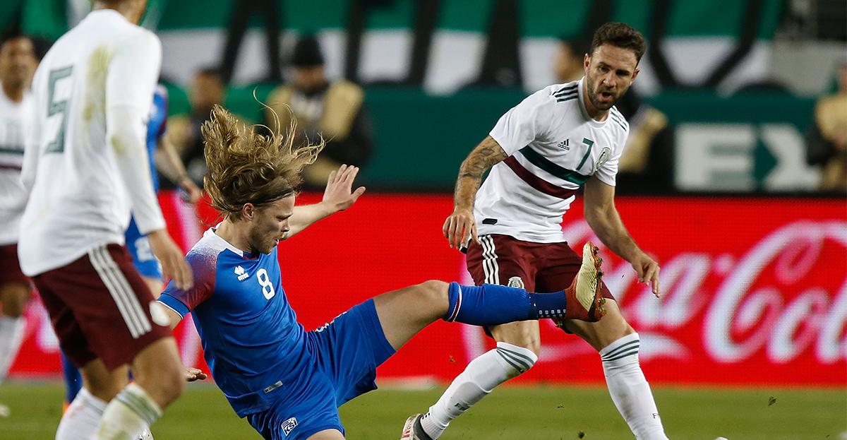 Miguel Layún contra Islandia