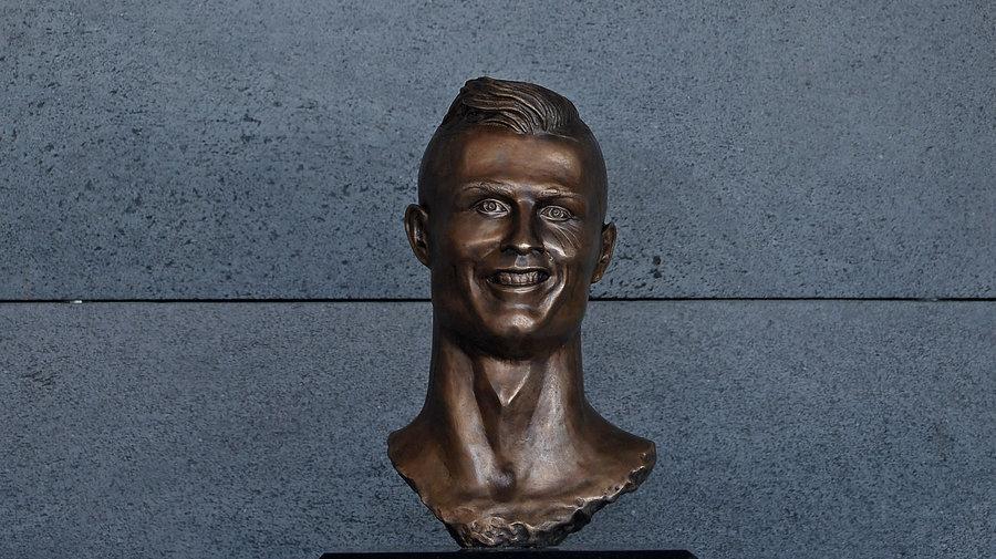 Cristiano-Ronaldo-busto-aeropuerto-Portugal-Madeira