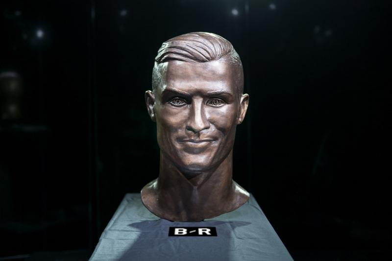 Cristiano-Ronaldo-Busto-nuevo-aeropuerto-Madeira