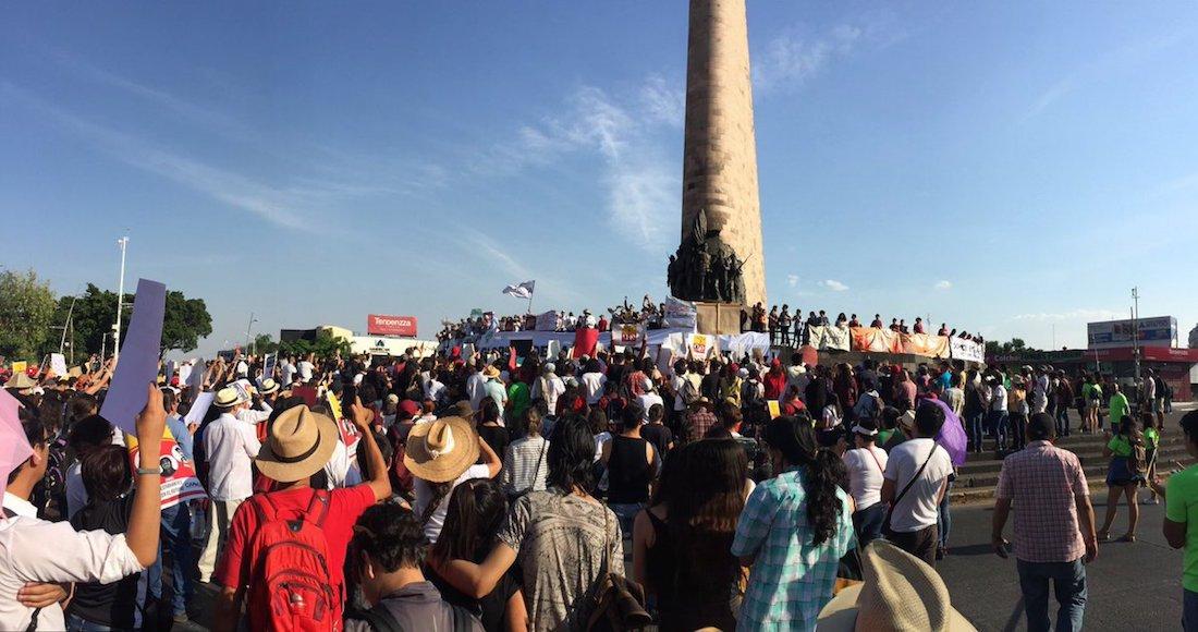 Jóvenes marchan por estudiantes desaparecidos en Jalisco
