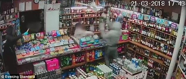 Anciano de 60 años golpea a ladrones