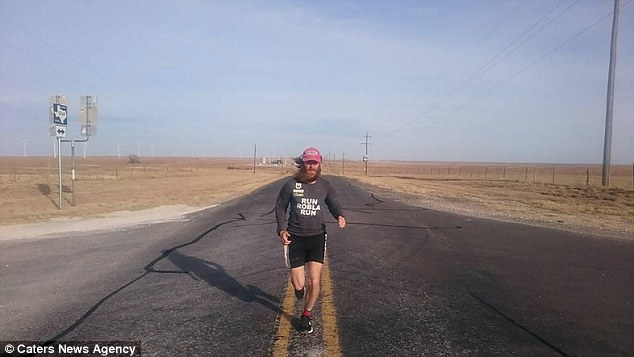 Run, Forrest: Un hombre pasa casi dos años corriendo la ruta de Forrest Gump en Estados Unidos
