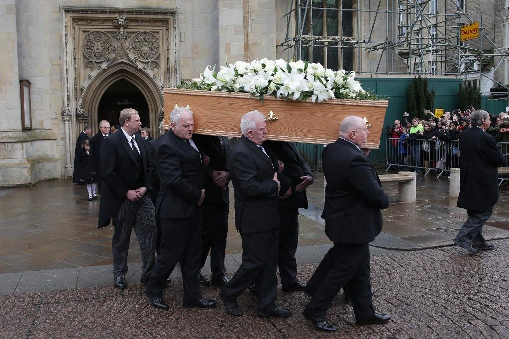 Como los grandes, así despidieron a Stephen Hawking en Cambridge