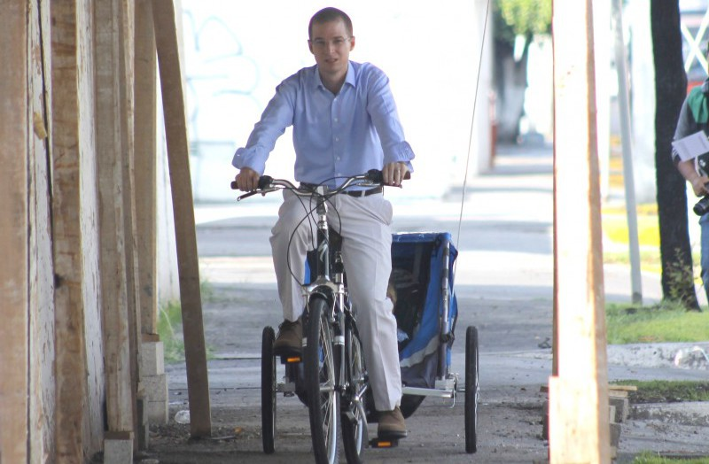 Ricardo Anaya en bicicleta