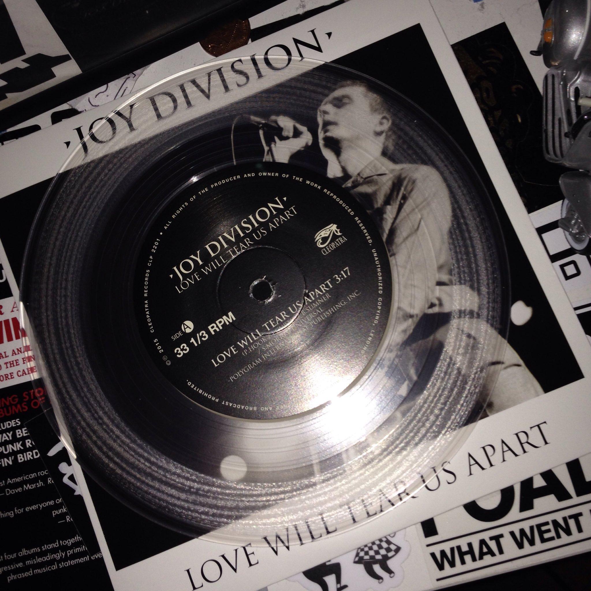 """Un día como hoy, de hace 38 años, se filmó el video """"Love Will Tear Us Apart"""" de Joy Division"""