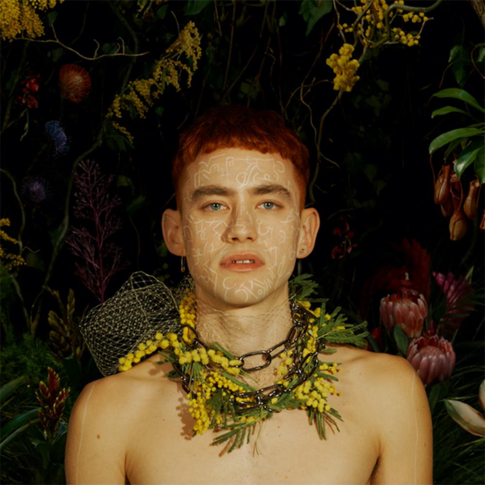 ¡Nuevo disco! Years & Years libera tráiler de 'Palo Santo' narrado por Judi Dench