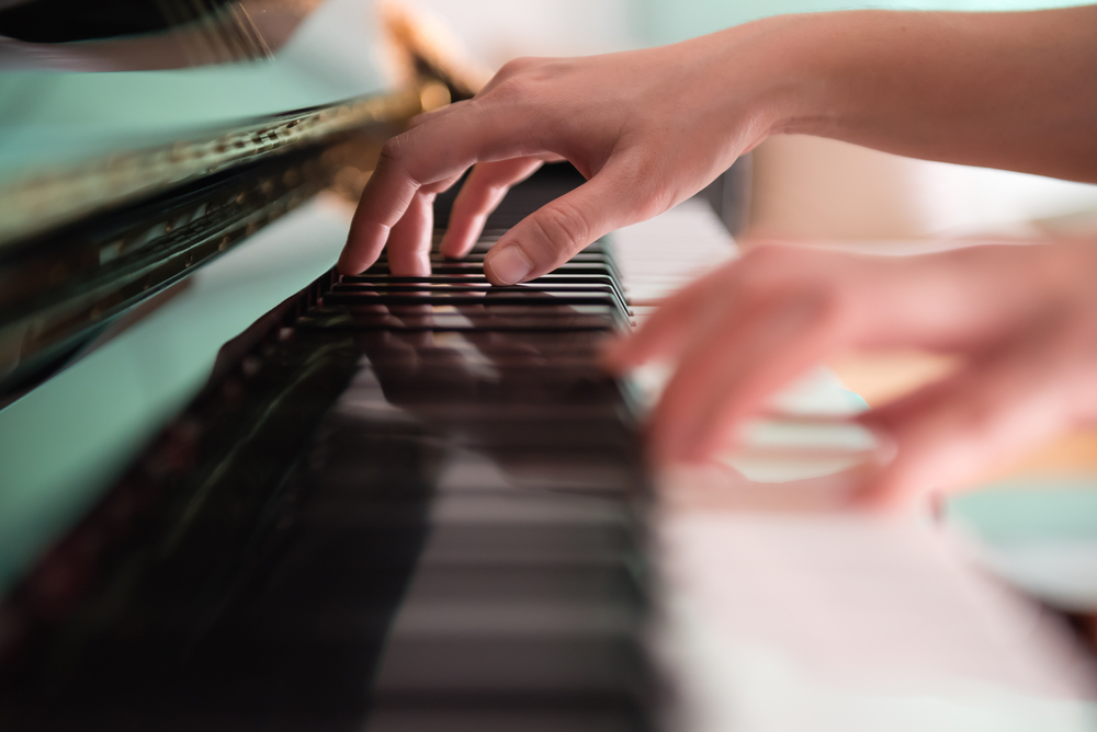 Investigadores leen mente de pianista