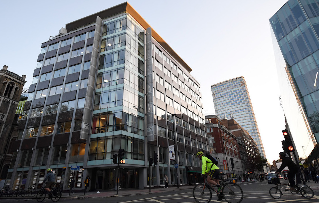 Cambridge Analytica anuncia quiebra de la empresa tras filtraciones
