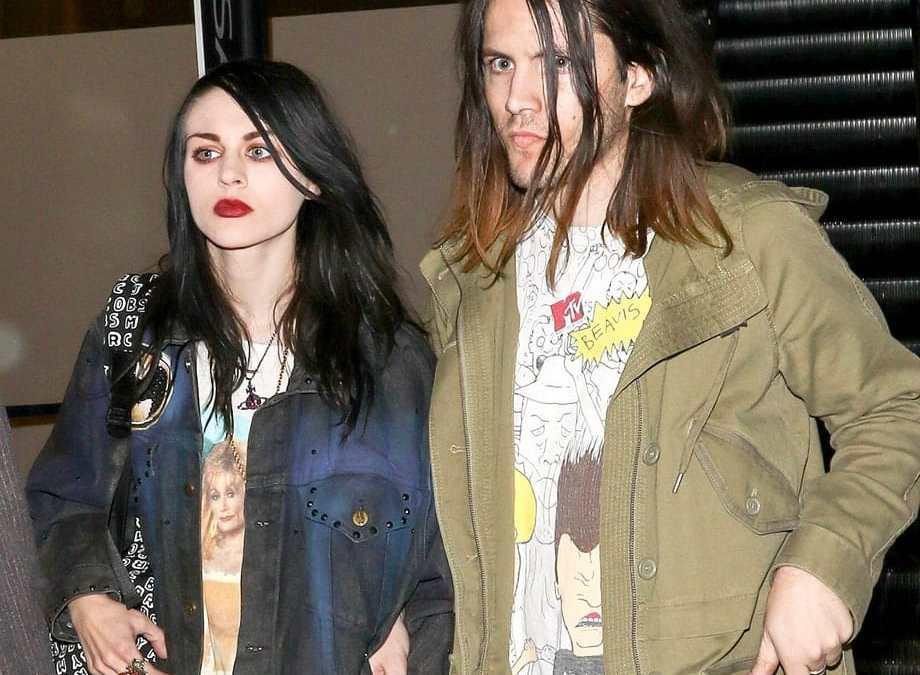 Por culpa de su divorcio, Frances Bean Cobain pierde la icónica guitarra de Kurt
