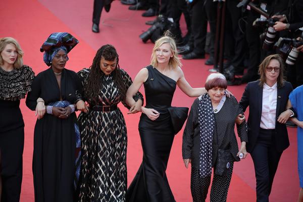 Histórico: 82 mujeres protestan en la red carpet de Cannes 2018