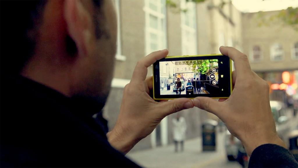 tomando fotografía en la calle