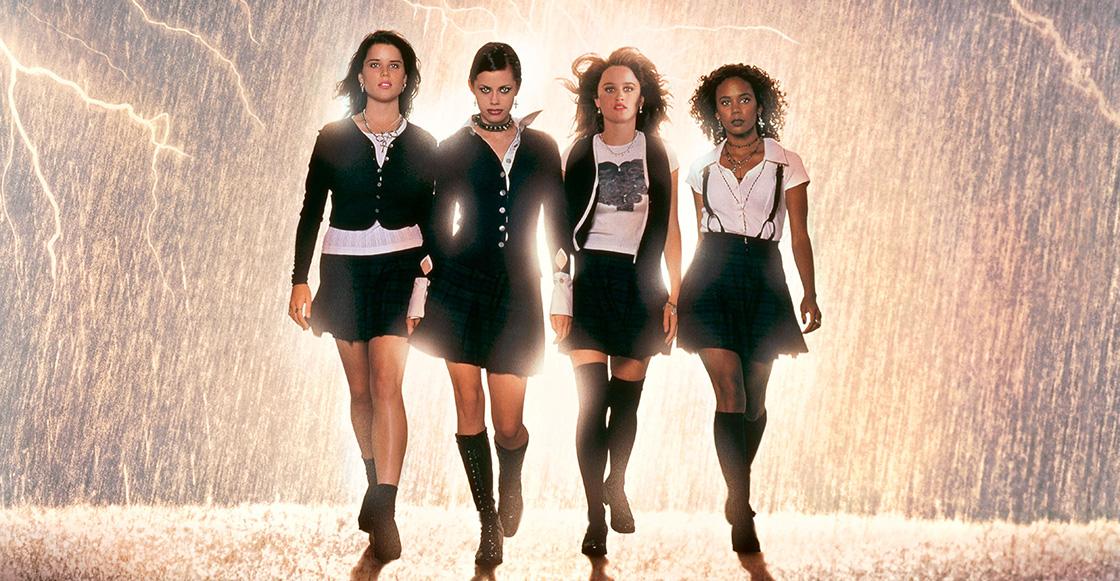 Jovenes Brujas, las cuatro caminan